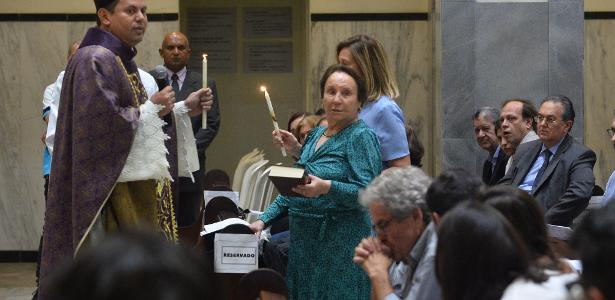 Em São Paulo | Família de Gugu se reúne na missa de 7º dia do apresentador