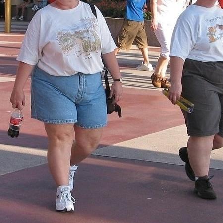 No Twitter, críticas aos looks geraram discussão sobre gordofobia na moda - Reprodução/Twitter