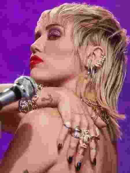 Miley Cyrus: vem álbum cover do Metallica por aí? - Reprodução