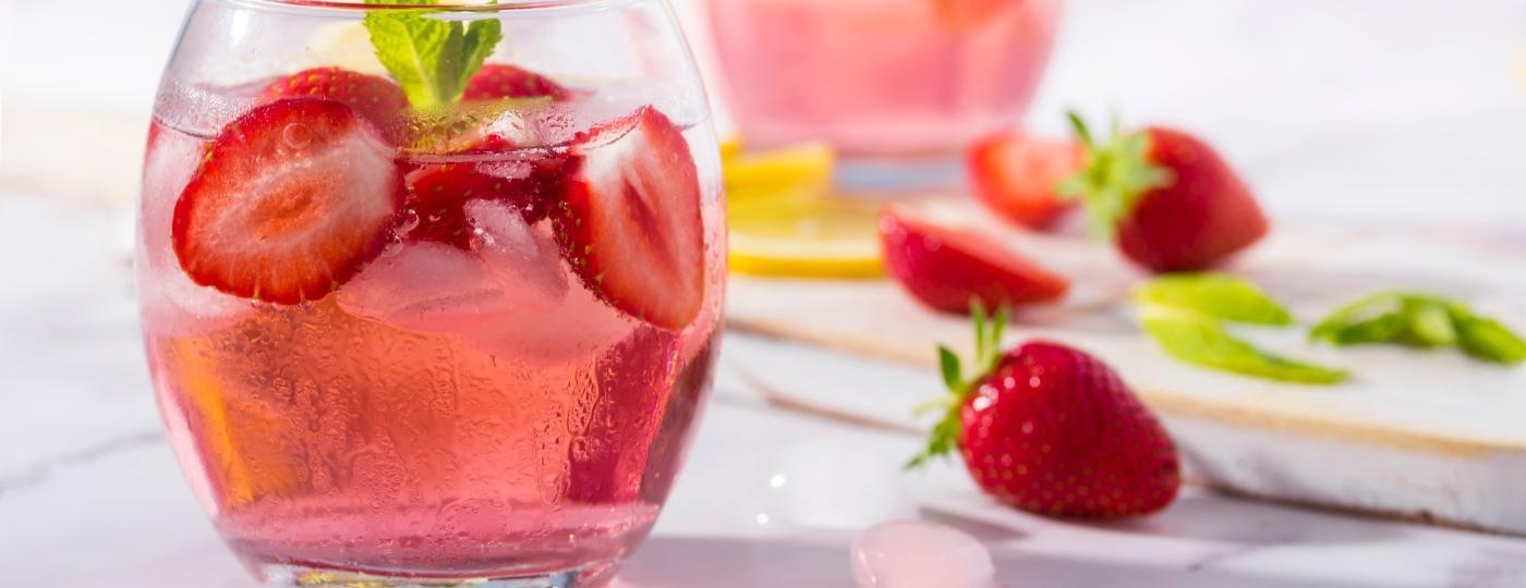 Como a vodca anos atrás, o gim também ganha novos sabores. Mas o que isso muda nos seus drinques? - Getty Images/iStockphoto