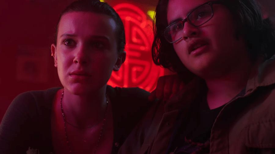 """Millie Bobby Brown com Julian Dennison em """"Godzilla vs. Kong"""" - Reprodução/YouTube"""