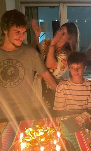 Carolina Dieckmann e família celebram aniversário de 22 anos de Davi