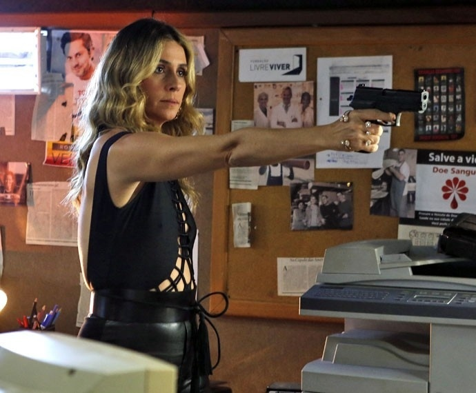 Atena atira em Zé Maria para defender Romero