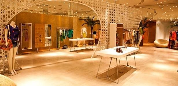 De acordo com Simone Ambrósio, a marca ocultou comentário criticando a atitude das funcionárias - Divulgação