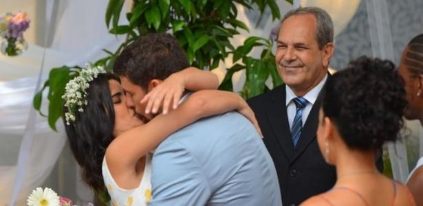 Tóia e Juliano se casam em cerimônia no Morro da Macaca - Reprodução/Gshow