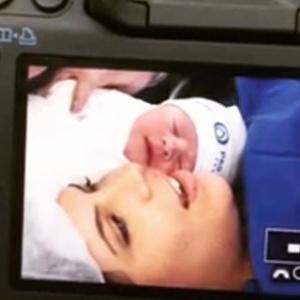 30.mar.2016 - Luigi Baricelli publicou foto da filha, Rúbia, e da primeira neta, Helena - Reprodução/Instagram/luigibaricelli