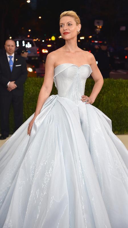 Assinado por Zac Posen, o vestido de Clare Danes parecia um modelo comum à luz do tapete vermelho - Getty Images