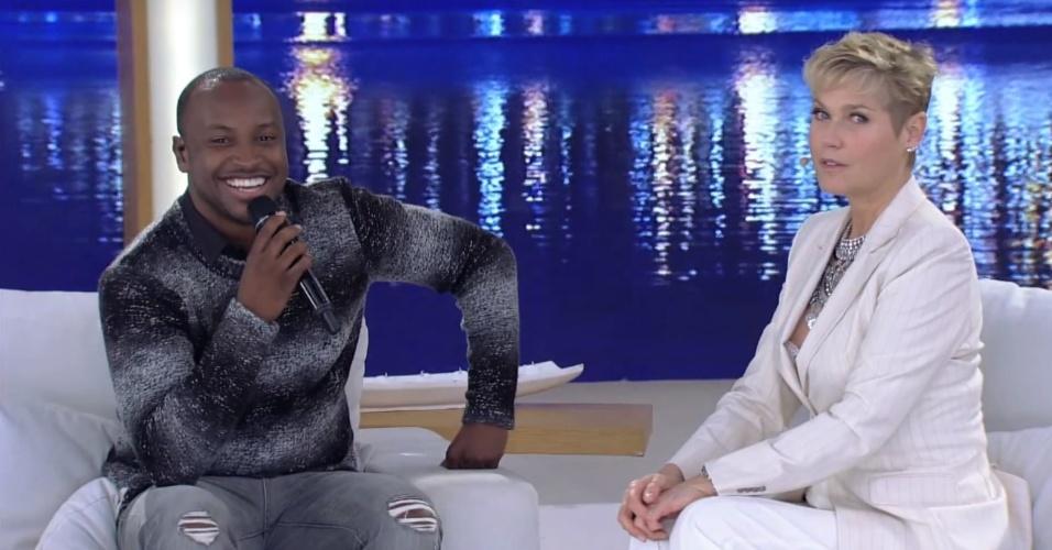 """25.jul.2016 - Xuxa entrevista Thiaguinho e revela um detalhe curiosos sobre Pelé durante seu programa. """"Eu nunca vi um pé tão feio como o do Pelé. É horrível. Eu posso falar porque ele sabe que eu sempre falo isso. Foi a coisa mais feia que eu já vi na minha vida"""""""