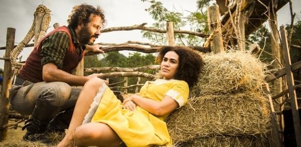 Cícero (Marcos Palmeira) fala pra Dalva (Mariene de Castro) que quer esquecer o passado e ficar com ela - João Miguel Júnior/TV Globo