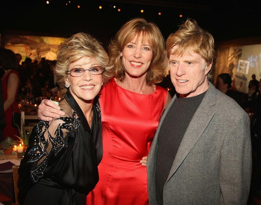 A atriz Christine Lahti entre os atores Jane Fonda e Robert Redford no Festival de Sundance em 2008