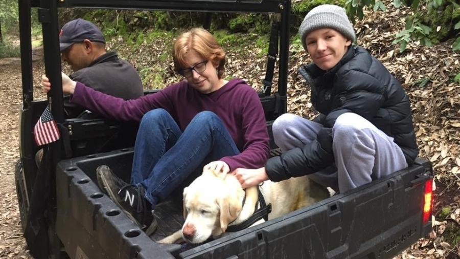 Cadela Sage e sua família após o resgate - Reprodução/Facebook