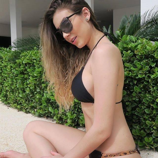 Bruna adora publicar fotos de biquíni na piscina ou praia em suas redes sociais