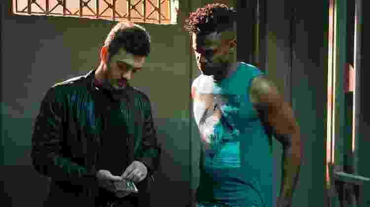 """Domênico (Marcos Veras) consegue a liberação de Dom (David Junior) em """"Pega Pega"""" - Estevam Avellar/TV Globo - Estevam Avellar/TV Globo"""