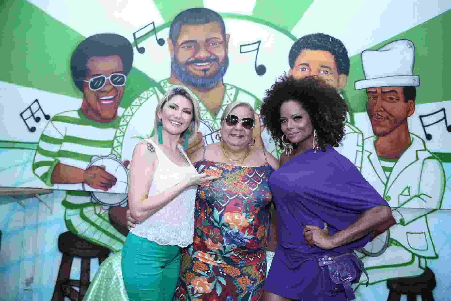 Antônia Fontenelle e Adriana Bombom com a presidente Dona Vera Lúcia na feijoada da Império Serrano neste sábado (20) - AgNews