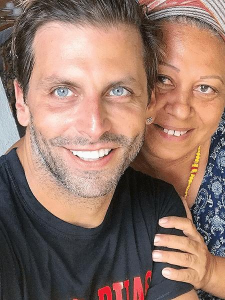 """Henri Castelli e sua mãe de santo, Neide Oyá d""""Oxum - Reprodução/Instagram"""