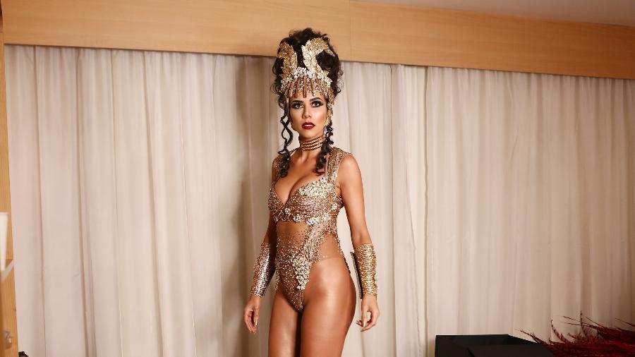 Daniela Albuquerque usa maiô super cavado para estrear como rainha de bateria da Acadêmicos do Tucuruvi - Iwi Onodera/UOL