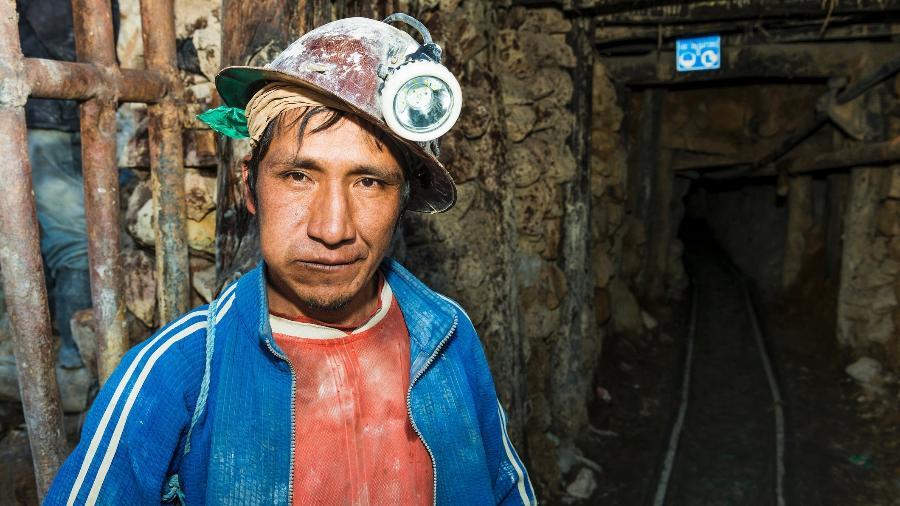 No Cerro Rico, o turista conhece a dura realidade dos mineiros da cidade de Potosi - Getty Images