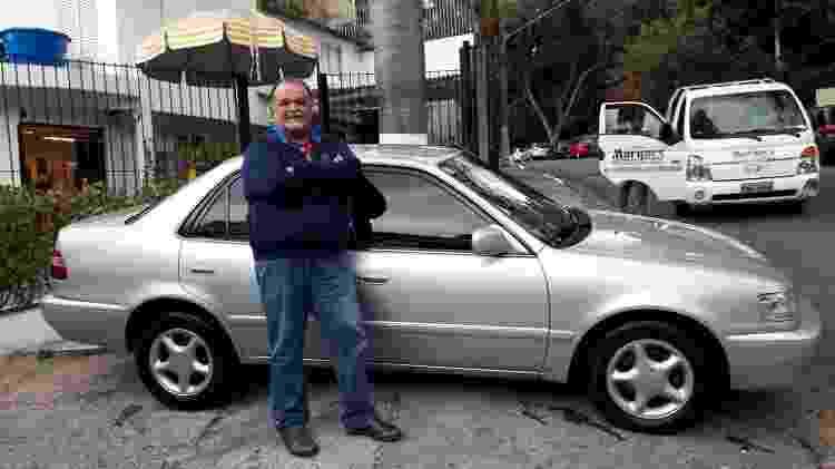 Fábio Arruda preferiu não se arriscar e instalou 'insulfilme' em seu Corolla 2001 para se proteger dos raios solares - Arquivo pessoal