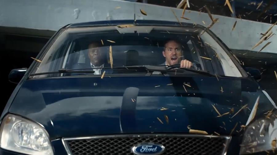 """Samuel L. Jackson e Ryan Reynolds em """"Dupla Explosiva"""" (2017) - Divulgação"""