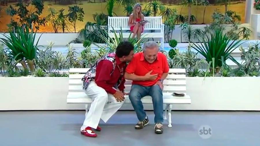 """Paulinho Gogó e Carlos Alberto de Nóbrega em """"A Praça É Nossa""""  - Reprodução/SBT"""