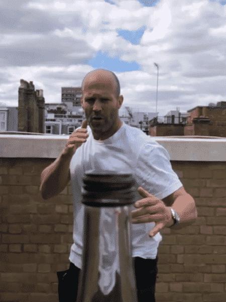 O ator Jason Statham viraliza com desafio - Reprodução/Instagram