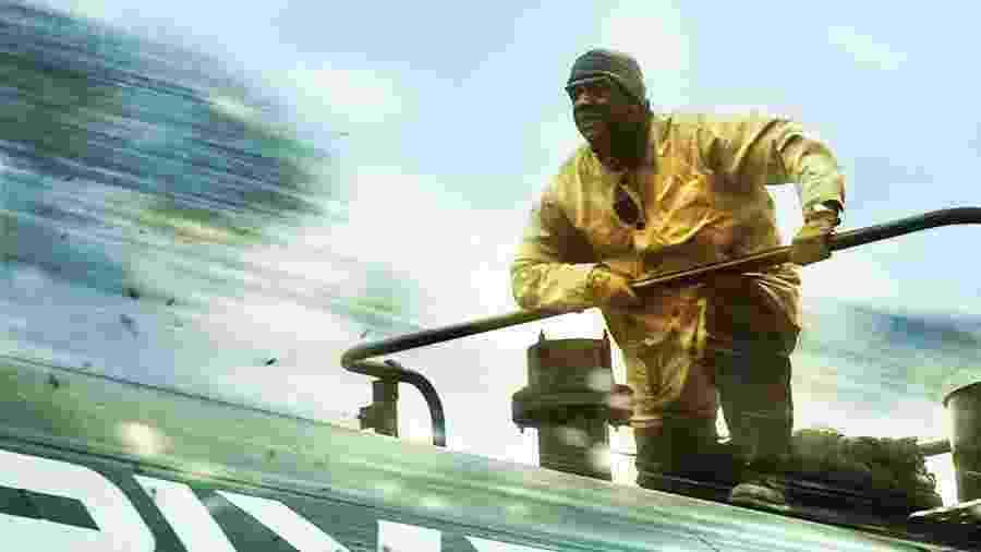 Denzel Washington em cena de Incontrolável - Divulgação/IMDb