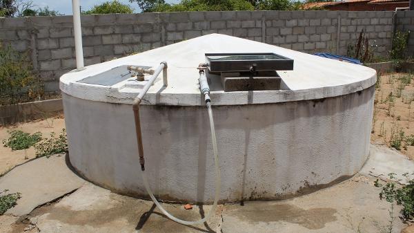 Feito de inox e vidro, o Aqualuz é acoplado diretamente nas cisternas do sertão nordestino - Divulgação