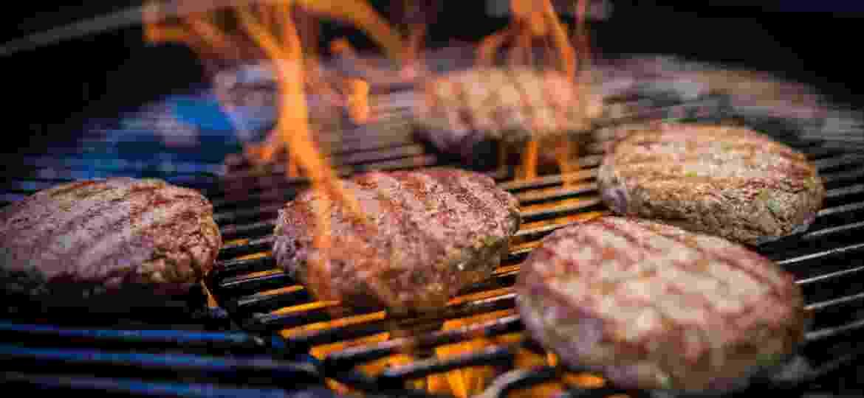 Na grelha: disco de carne ganha toque defumado - Getty Images/iStockphoto