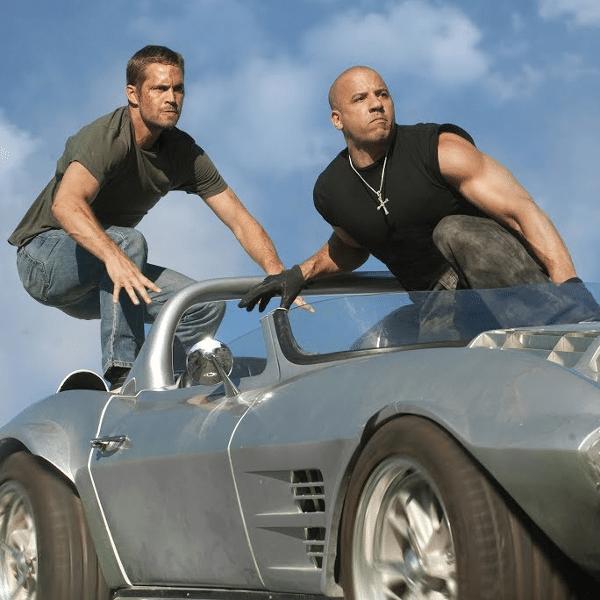 """Paul Walker e Vin Diesel em cena de """"Velozes e Furiosos 5 - Operação Rio"""""""