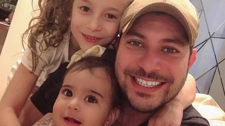Caio Afiune é pai de duas meninas - Reprodução/Instagram