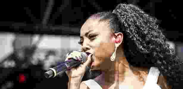 28.nov.2015 - Negra Li, convidada de Thaeme e Thiago, se apresenta no palco Pop do festival Brahma Valley, no Jockey Club de São Paulo. - Lucas Limas/UOL - Lucas Limas/UOL