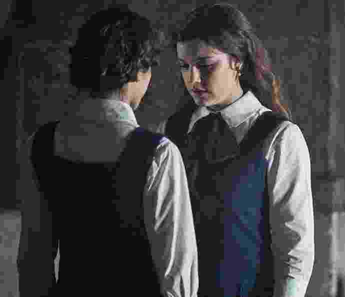 """4.jan.2015 - Sofia (Hanna Romanazzi) e Cecília (Alice Wegmann) em cena de """"Ligações Perigosas"""" - Reprodução/Gshow"""