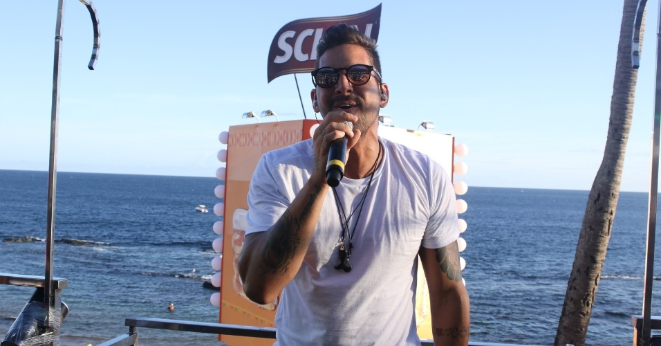 Felipe Pezzoni, vocalista da Banda Eva, durante o Carnaval de Salvador 2016
