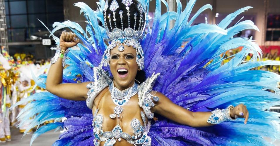 7.fev.2016 - Musa da Acadêmicos do Tucuruvi, escola que homenageia a religiosidade na segunda noite do Carnaval de São Paulo