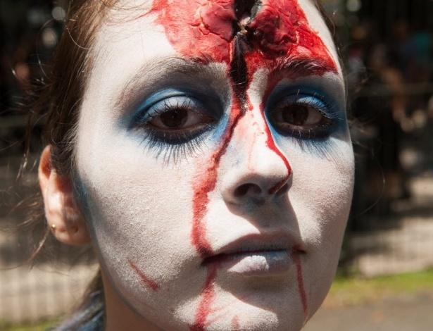 7.fev.2016 - Nicoli Folmann (17) curte a 9ª Zombie Walk de Curitiba