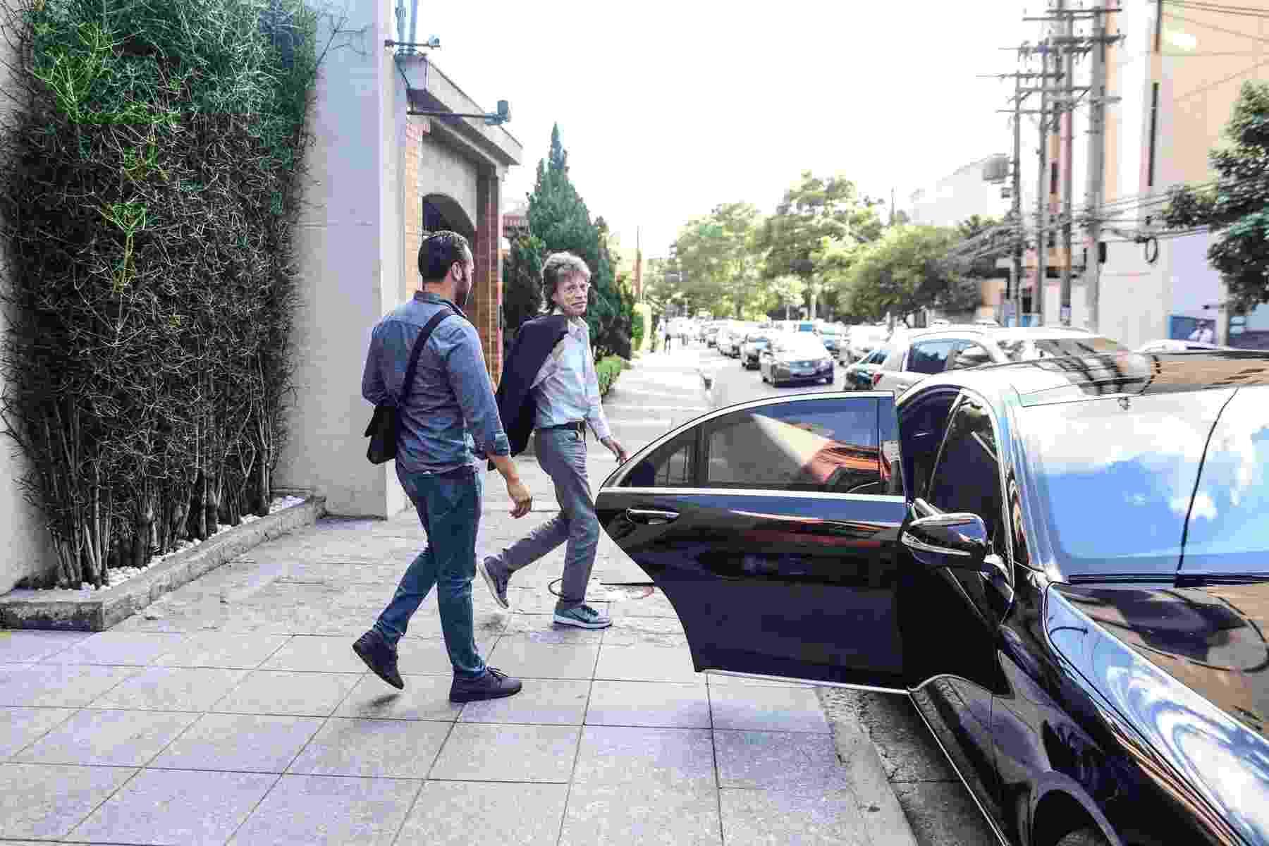 25.fev.2016 - Um dia após o primeiro show dos Rolling Stones em São Paulo, Mick Jagger é flagrado deixando um restaurante português no bairro dos Jardins - Léo Franco/AgNews
