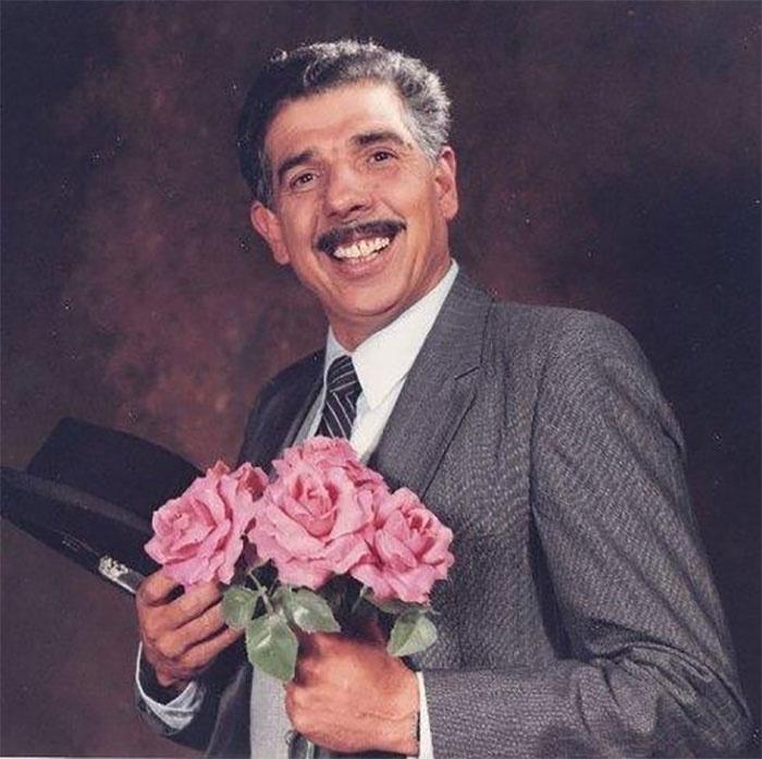 Rubén Aguirre interpreta seu personagem mais famoso, o Professor Girafales