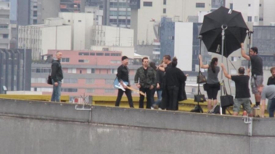 U2 faz gravação no topo do edifício Copan, em São Paulo - Reprodução/Twitter/@WhoBr2017