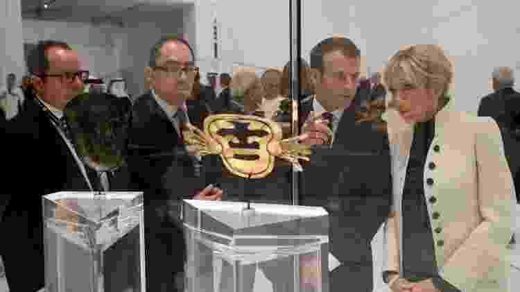 O presidente francês Emmanuel Macron e a primeira-dama, Brigitte Macron na abertura do museu - Ludovic Marin/Reuters - Ludovic Marin/Reuters