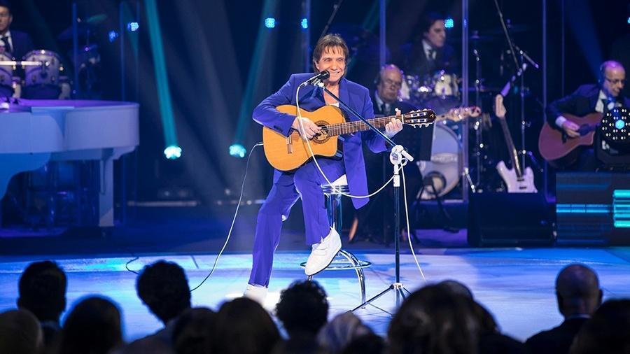"""Roberto Carlos canta """"Detalhes"""" na voz e violão - João Miguel Júnior/Globo"""