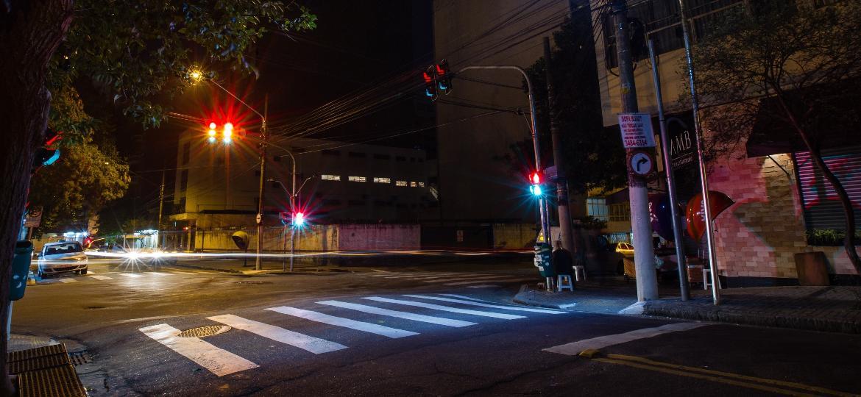 Faixa de pedestre iluminada na região central de São Paulo - Avener Prado/Folhapress