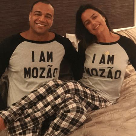 Luciele Di Camargo e Denílson combinam o pijama - Reprodução/Instagram