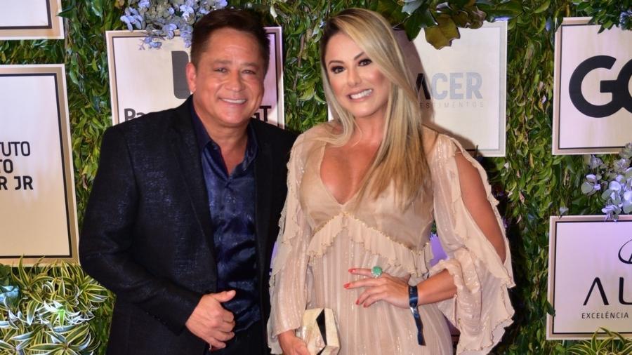 Leonardo chega ao leilão acompanhado da mulher, Poliana, em rara aparição pública - Thiago Duran/AgNews