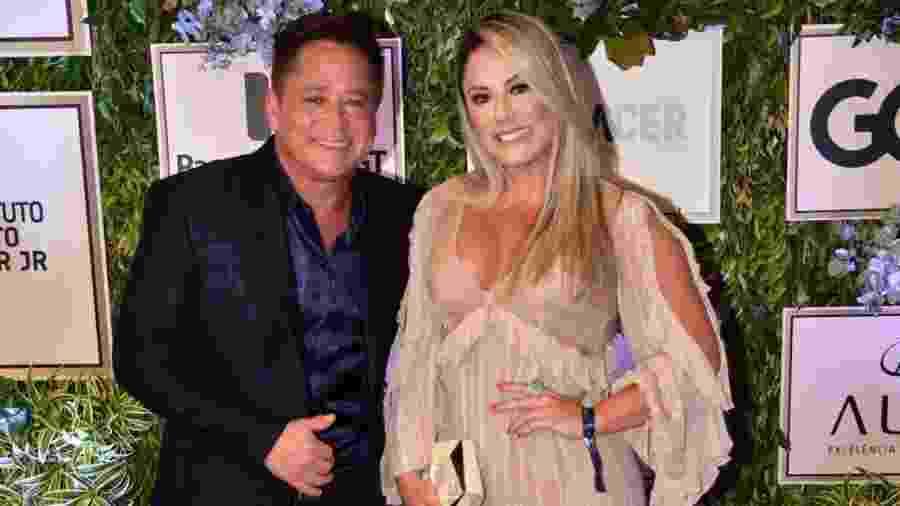 Leonardo e a mulher, Poliana Rocha, trocaram declarações nos 23 anos de casado - Leo Franco e Thiago Duran/AgNews
