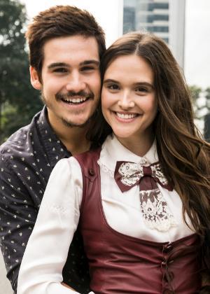 """Nicolas Prattes (Samuca) e Juliana Paiva (Marocas) formam o principal casal romântico de """"O Tempo Não Para"""""""