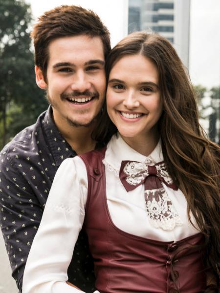 """Nicolas Prattes (Samuca) e Juliana Paiva (Marocas) formam o principal casal romântico de """"O Tempo Não Para"""" - Divulgação/TV Globo"""