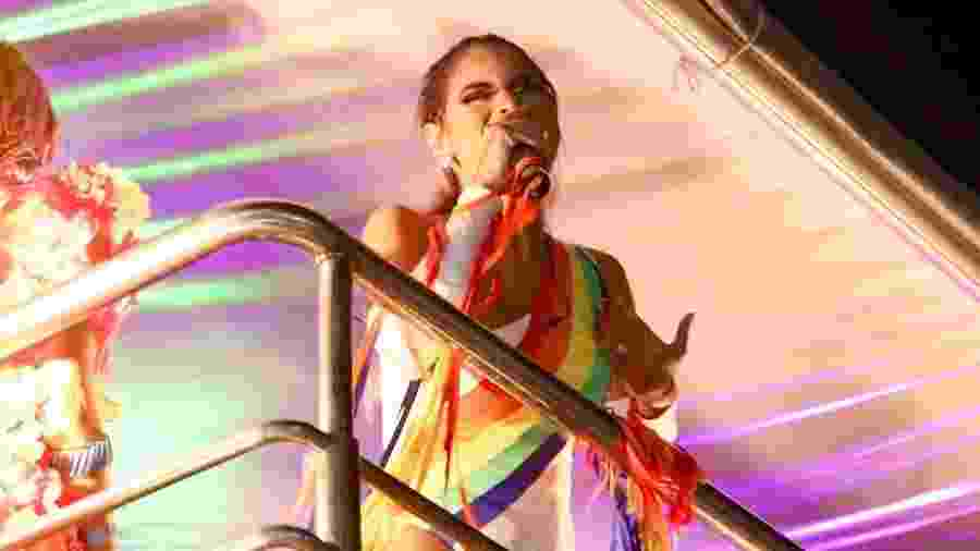 Após ficar sem trio, Lexa se apresenta na Ressaca do Bloco das Poderosas a convite de Anitta - Gabriela Cais Burdmann/UOL