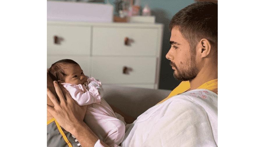 Rafael Vitti com a filha, Clara Maria, em foto postada por João Vitti - Reprodução/Instagram