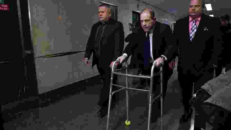 Os promotores do caso também estão acusando Weinstein de tentar fraudar a tornozeleira eletrônica - AFP