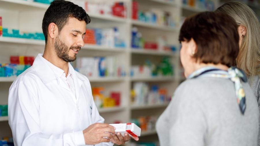 Venda de medicamento em farmácia - Capuski/iStock